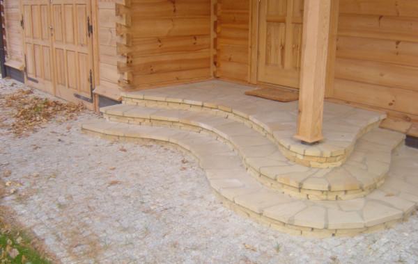 schody i taras wykonane z płyt nieregularnych piaskowca