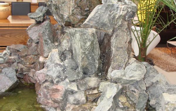 Oczko wodne wykonane z dolomitu