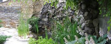 Ściana wodna wykonana z dolomitu